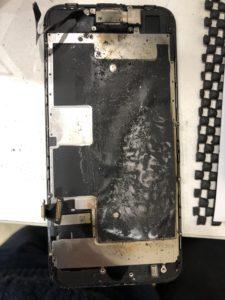 燃えるiPhone